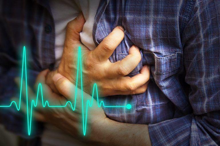 Mann mit Herzattacke